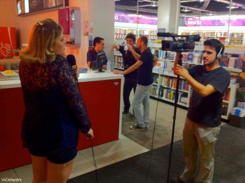 27 - Exposicao Instagran Daniella Rosario para o canal FNAC do you tube