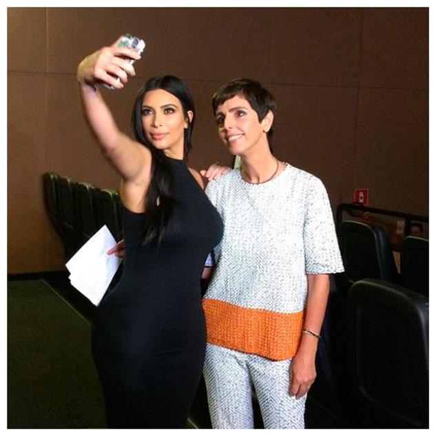 110515-kim-kardashian-selfie-lp